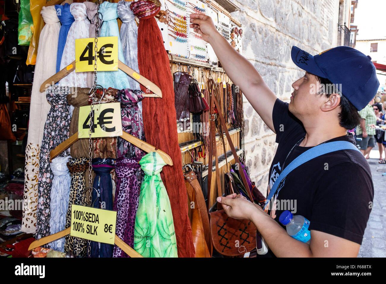 Toledo Espagne Europe hispaniques espagnol shopping accessoires de mode  pour femmes vente de foulards homme asiatique 8515c8b2bea