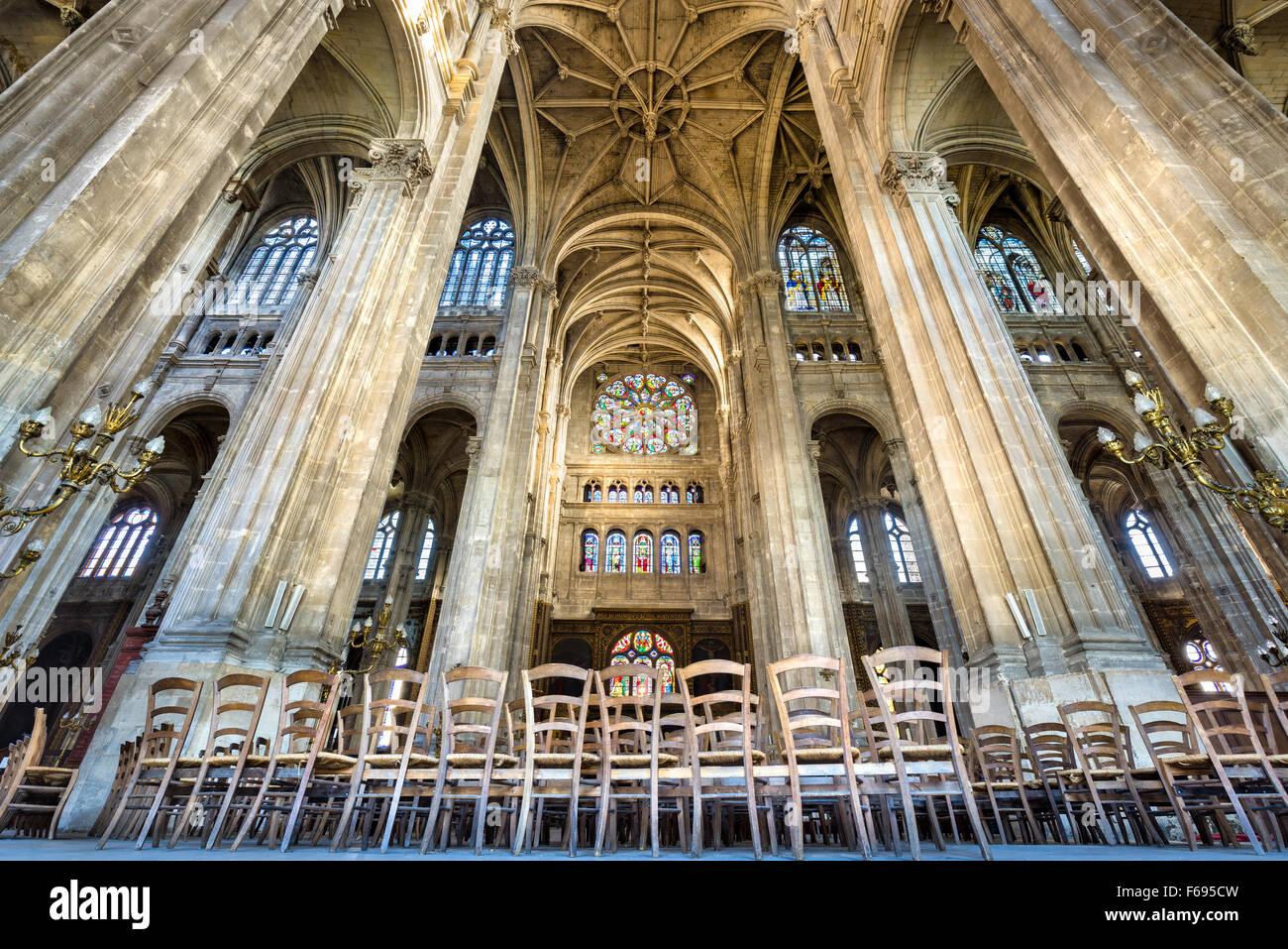 Transept avec voûtes, Église de Saint Eustache, un exemple d'architecture gothique française. Photo Stock