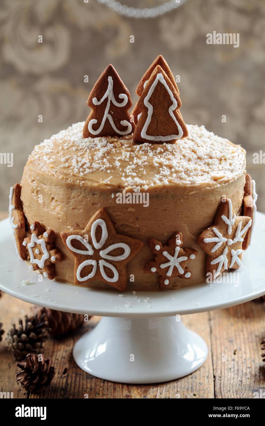 Gâteau de gingembre avec des décorations d'ÉPICE Photo Stock