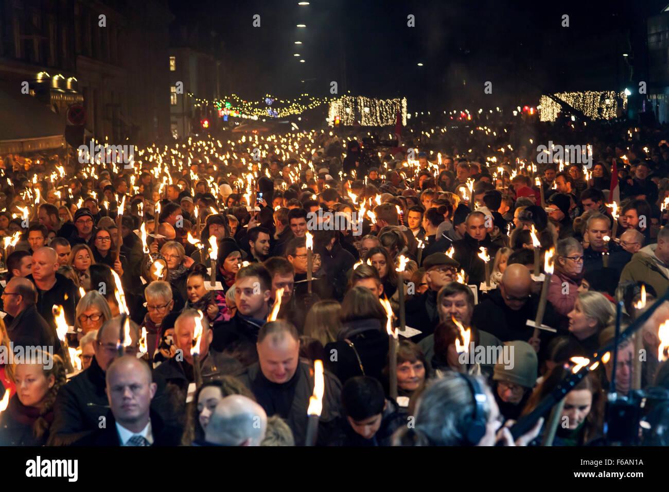 Copenhague, Danemark. 15 novembre, 2015. Quelques 15.000 personnes participe à la manifestation de sympathie Photo Stock