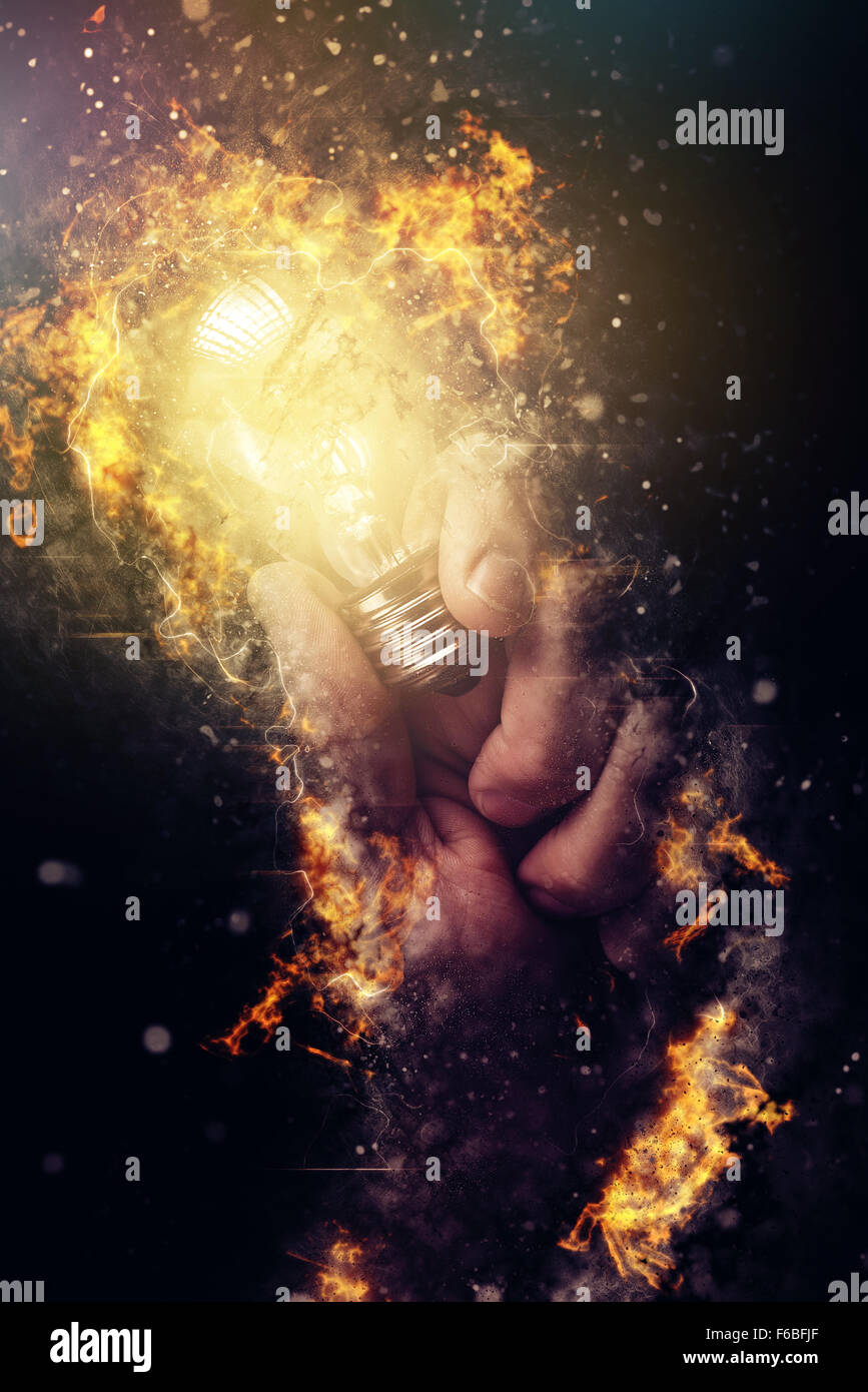 Puissance de l'énergie créative et de nouvelles idées et de compréhension, de pair avec l'ampoule de la lumière Banque D'Images