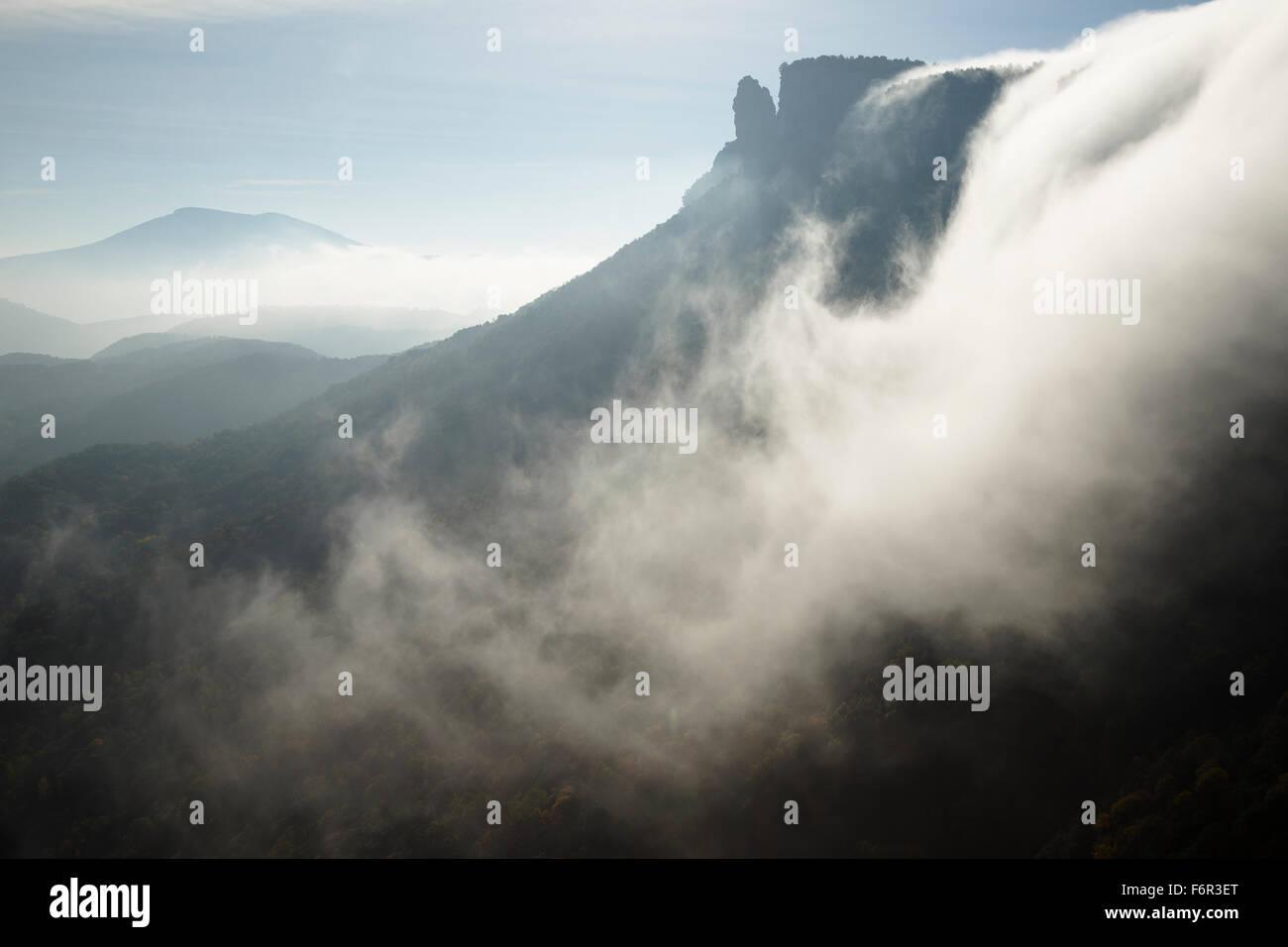 Le brouillard. Cascade Sallent de sel. Rupit. La région d'Osona. Barcelone. Cataluña. L'Espagne. Photo Stock