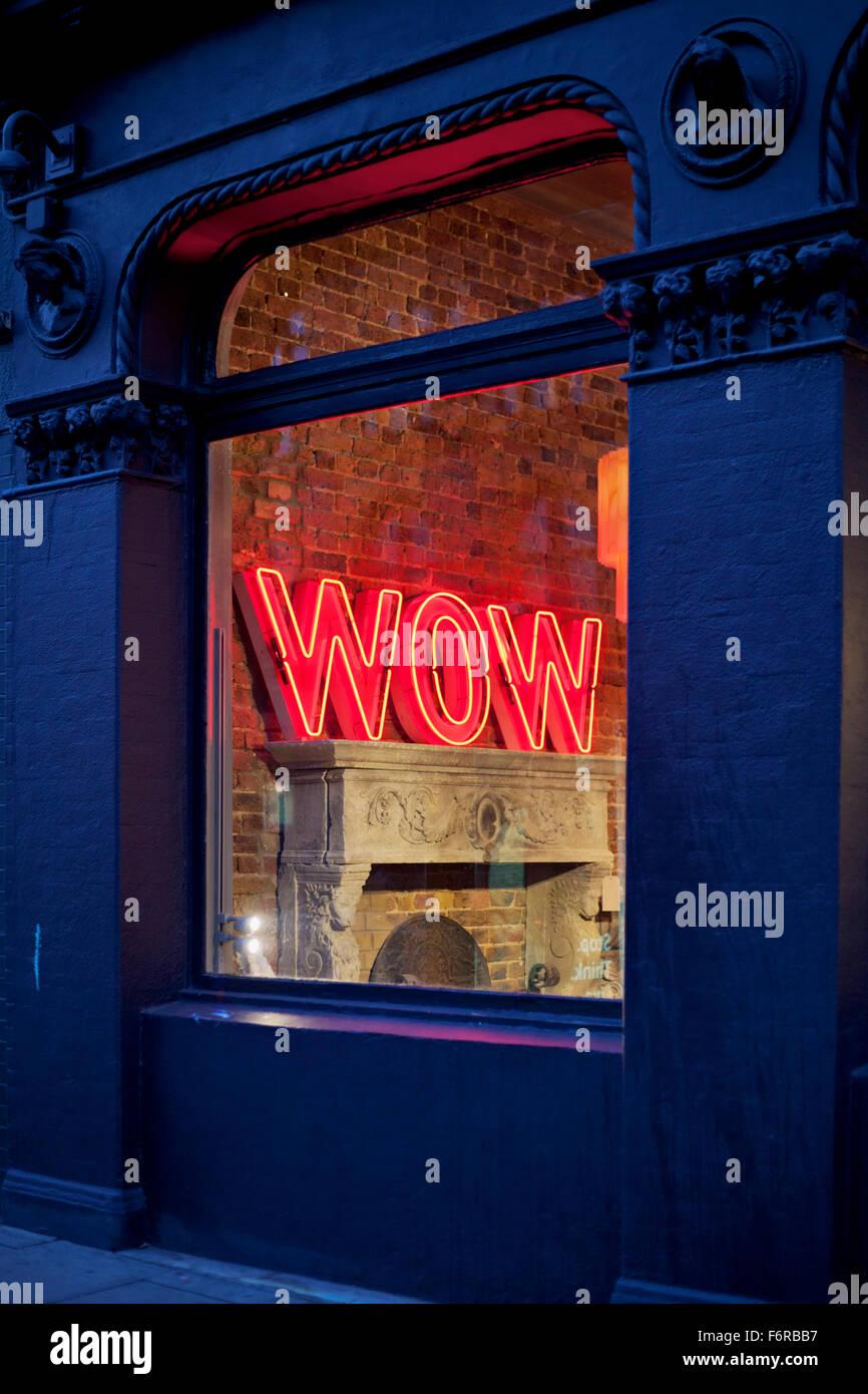 Neon De Decoration Interieur wow en lettres de néon à une boutique de décoration d