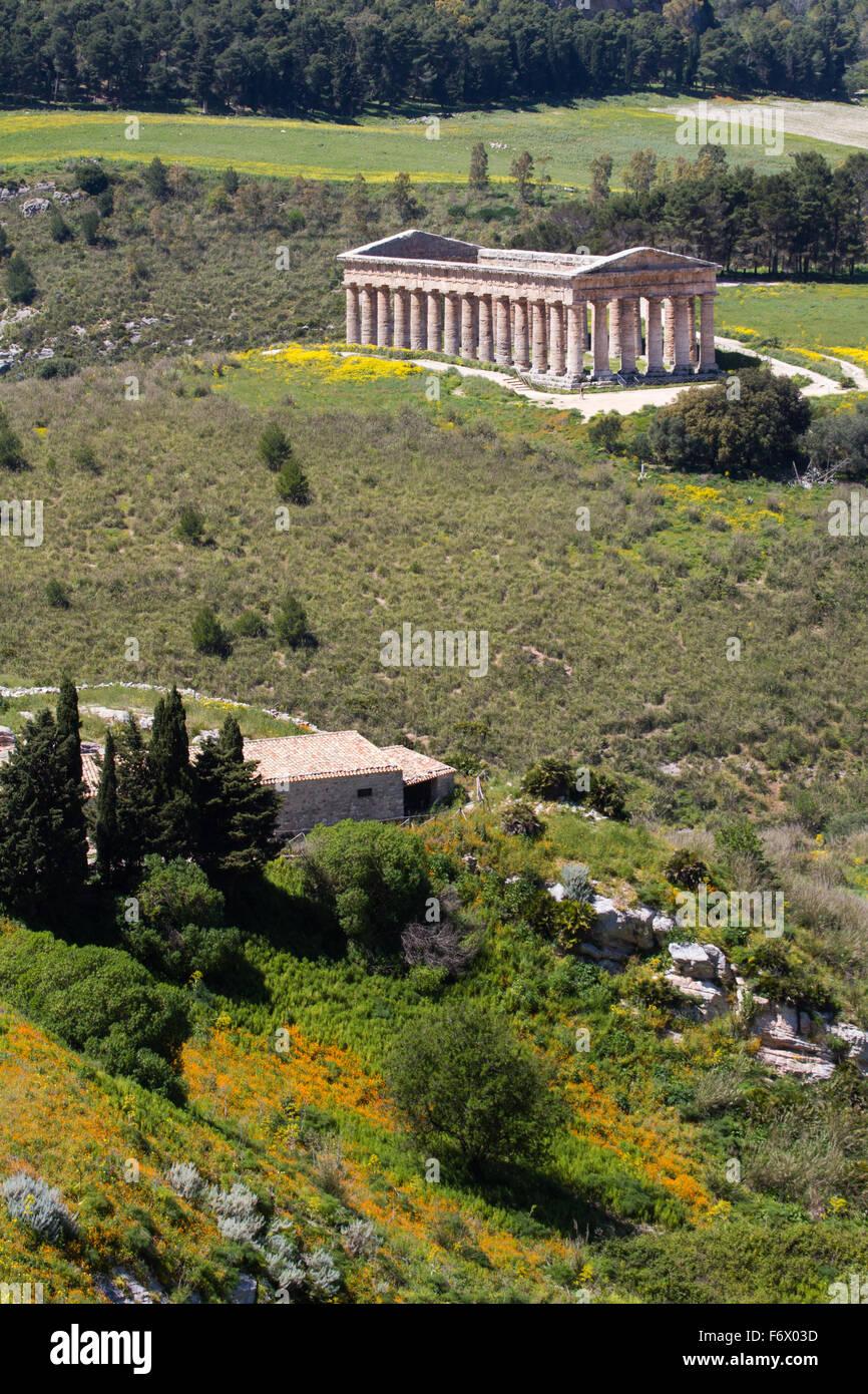 Temple de Ségeste en Méditerranée une hillscape, Sicile, Italie Photo Stock
