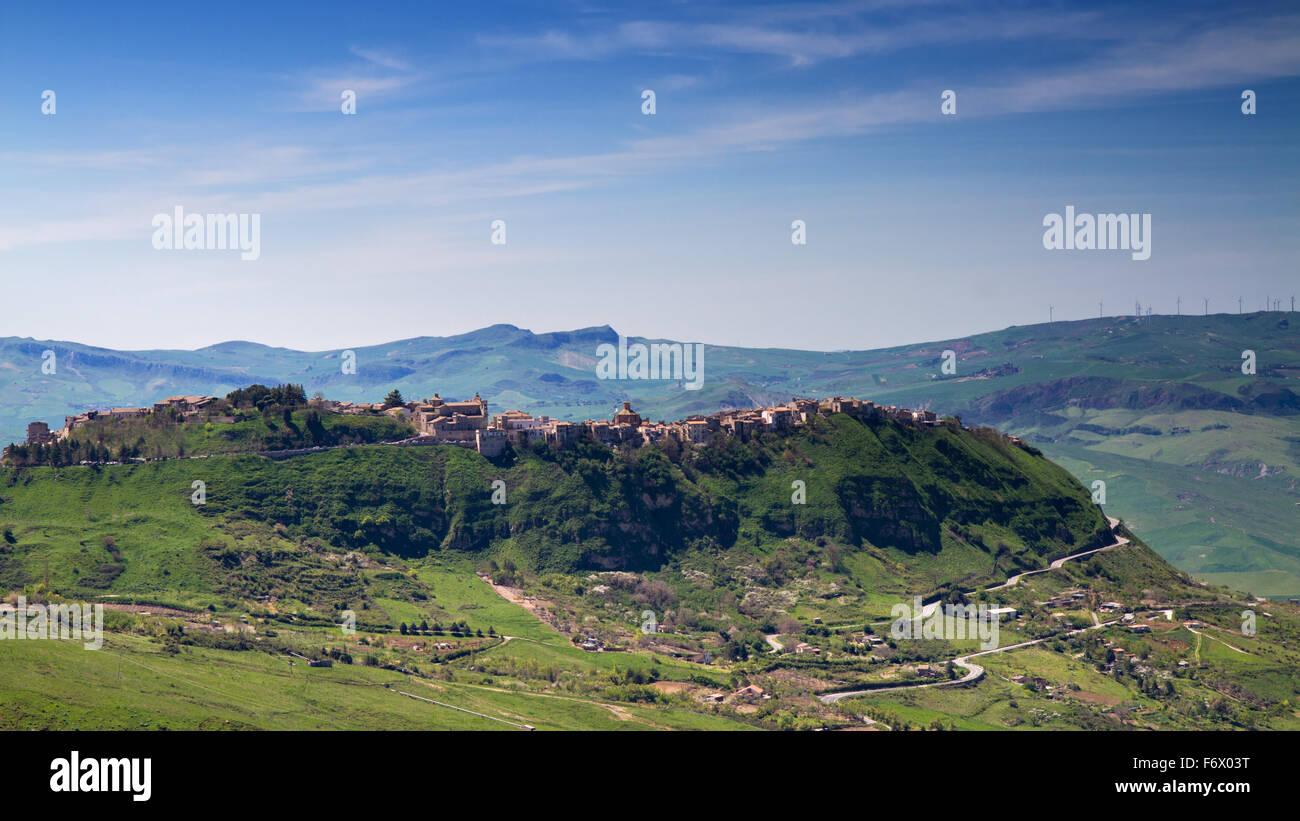 Village perché de la Madonie, Sicile, Italie Photo Stock