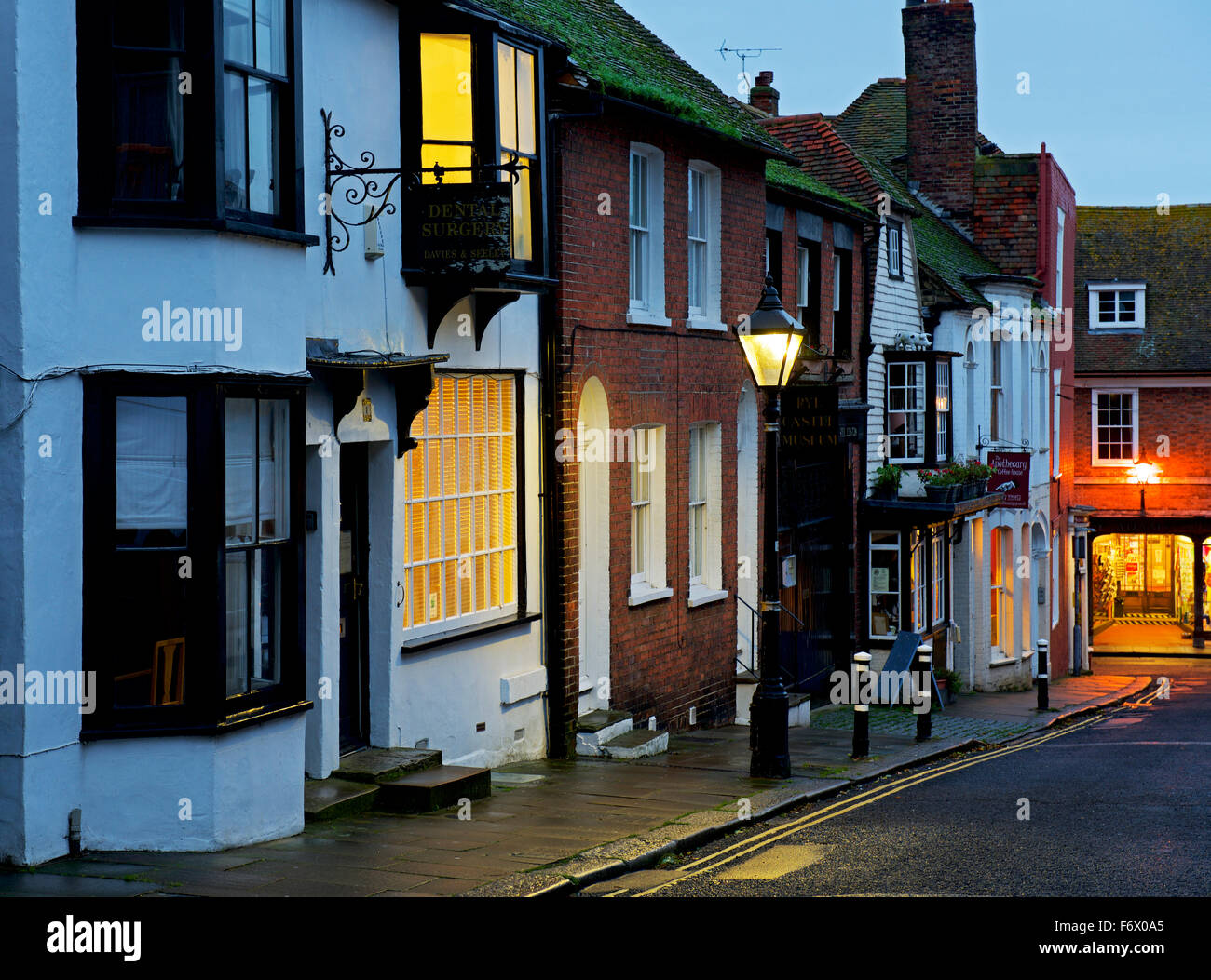 Lion Street, seigle, au crépuscule, Kent England UK Photo Stock