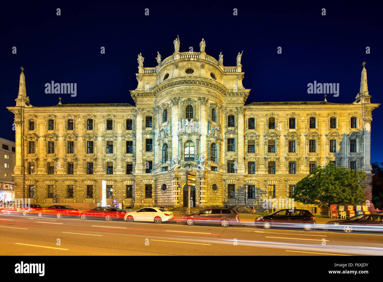 Palais de Justice, construit en 1897, maintenant un bâtiment de service, Ministère de la Justice du Land Photo Stock