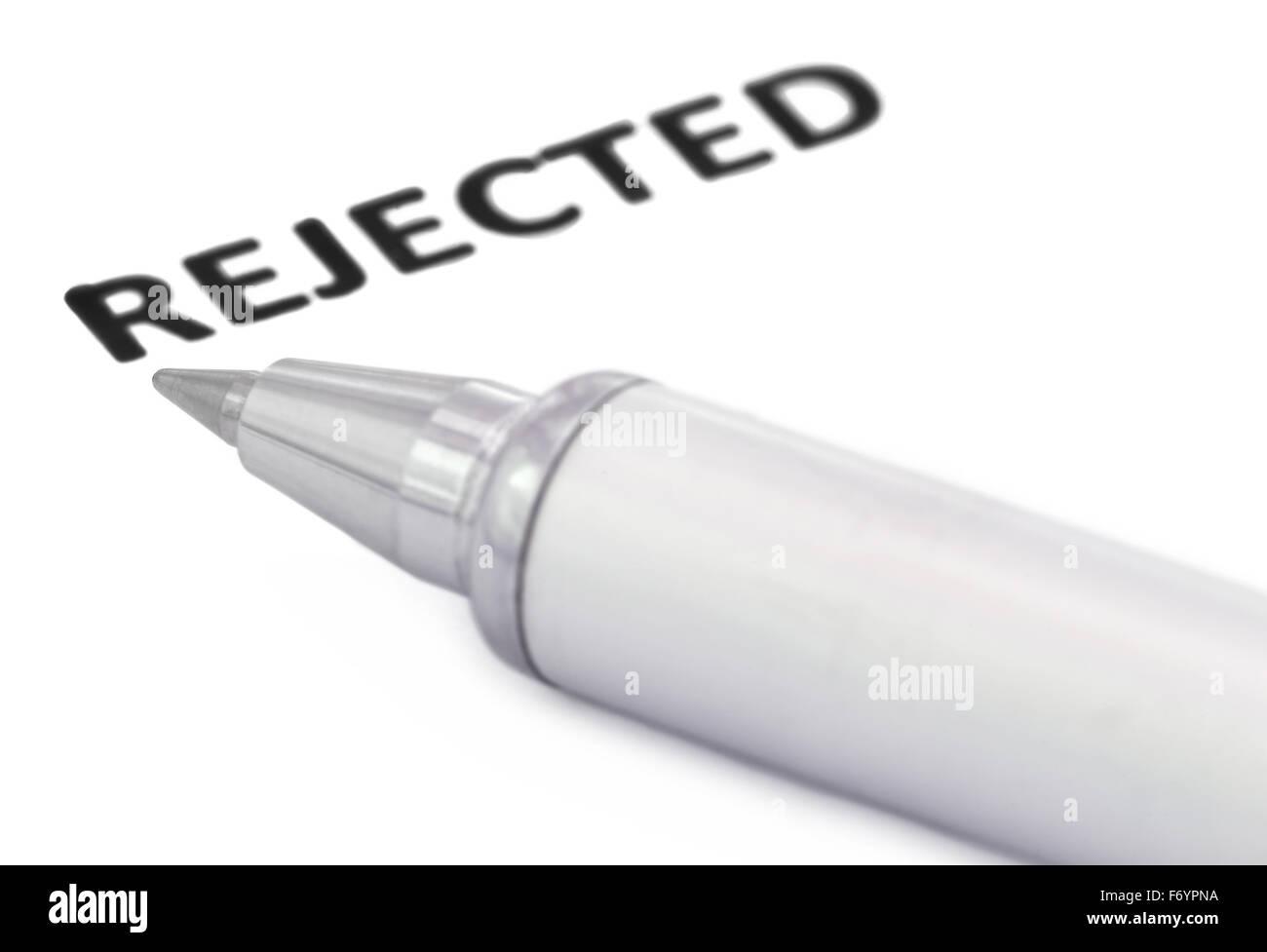 Rejetée écrit dans un papier blanc avec un stylo à bille Photo Stock