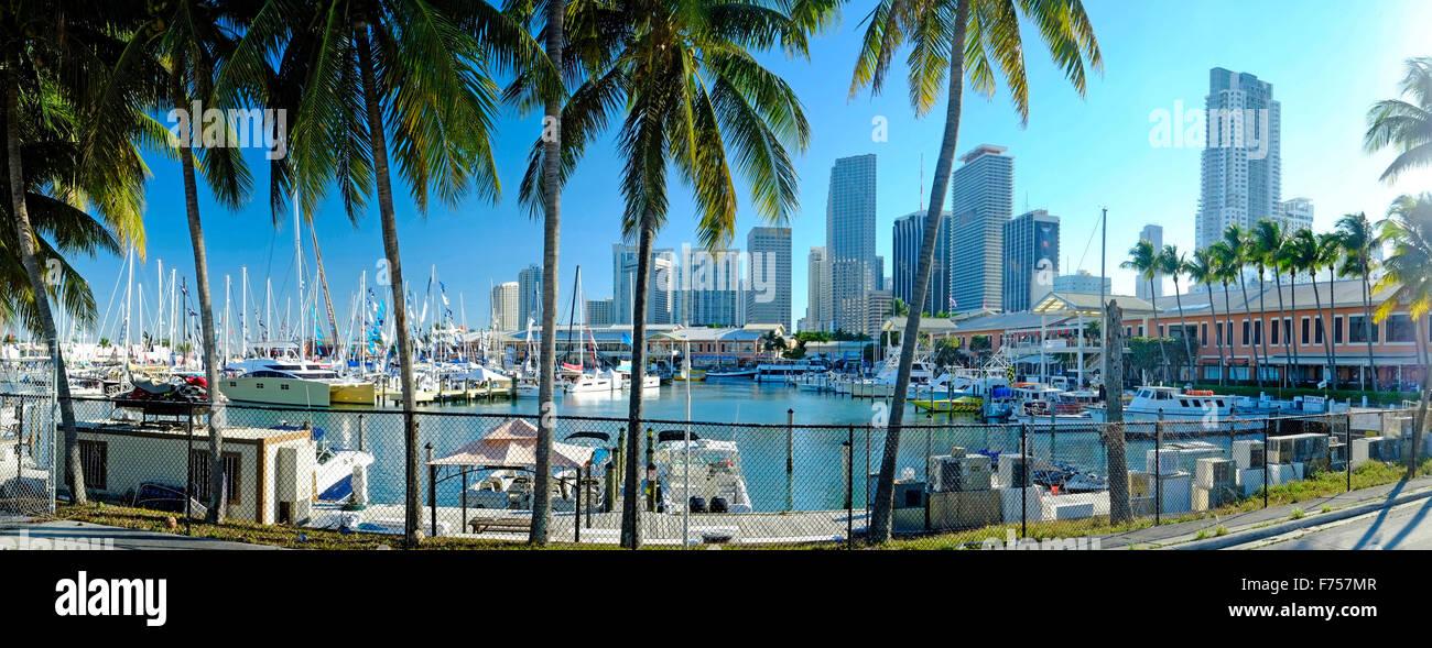 Ville de Miami vue sur marina, Florida, USA Photo Stock