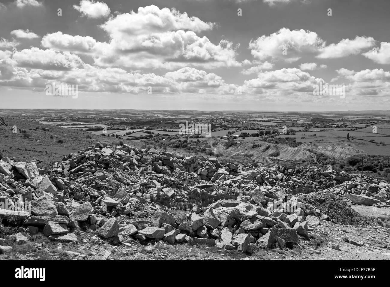 Carrière désaffectée, Bodmin Moor b/w, photos campagne Cornwall ciel nuages horizon Photo Stock