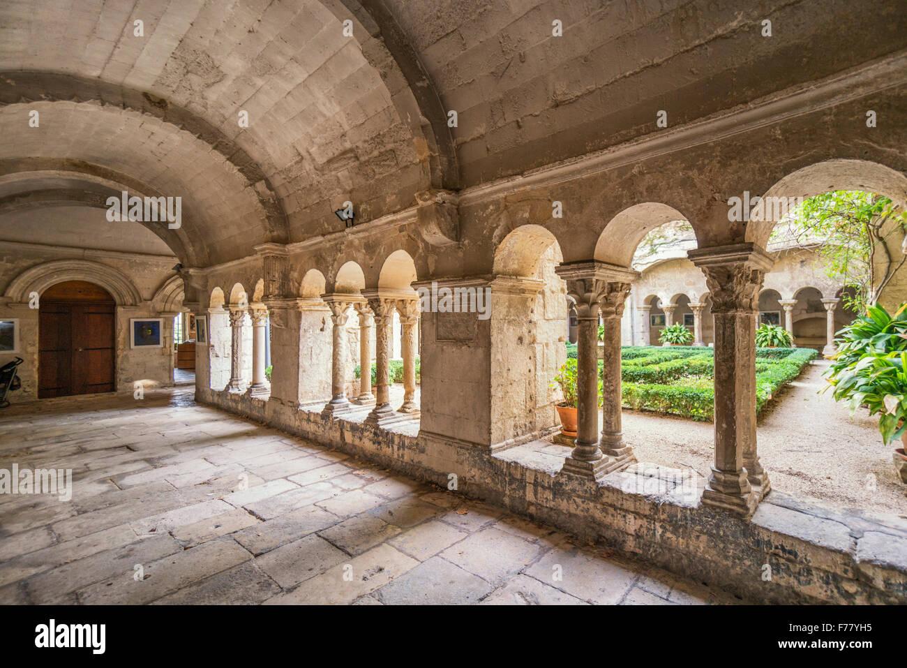 Cloître au prieuré de St Paul de Mausole , Vinccent van Gogh vivant ici 1889 - 1890, St Rémy de Provence, Photo Stock