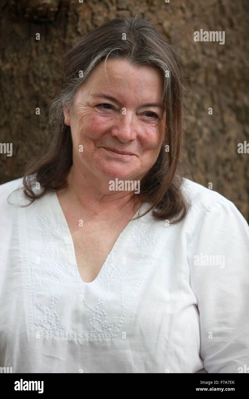 Un portrait de Mari Strachan à Charlotte Square Gardens pendant la fête du livre d'Édimbourg. Photo Stock