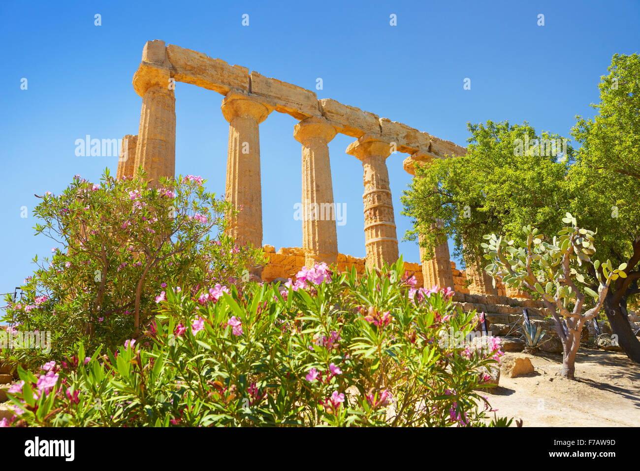 Temple de Héra dans la Vallée des Temples (Valle dei Templi), Agrigente, Sicile, Italie l'UNESCO Photo Stock