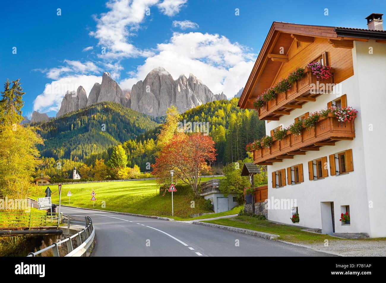 Val Di Funes, province du Tyrol, les Alpes, les montagnes des Dolomites, Italie Photo Stock