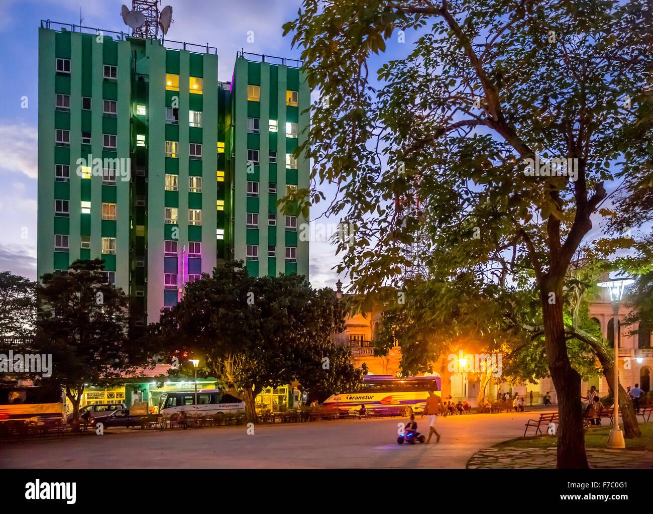Hotel Santa Clara libre sur le parc Vidal, la vie de rue dans le centre de Santa Clara à Parque de Santa Clara, Photo Stock