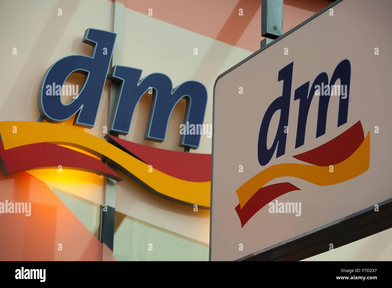 DM Drogerie Markt signer à Prague Photo Stock 52af3c04f044