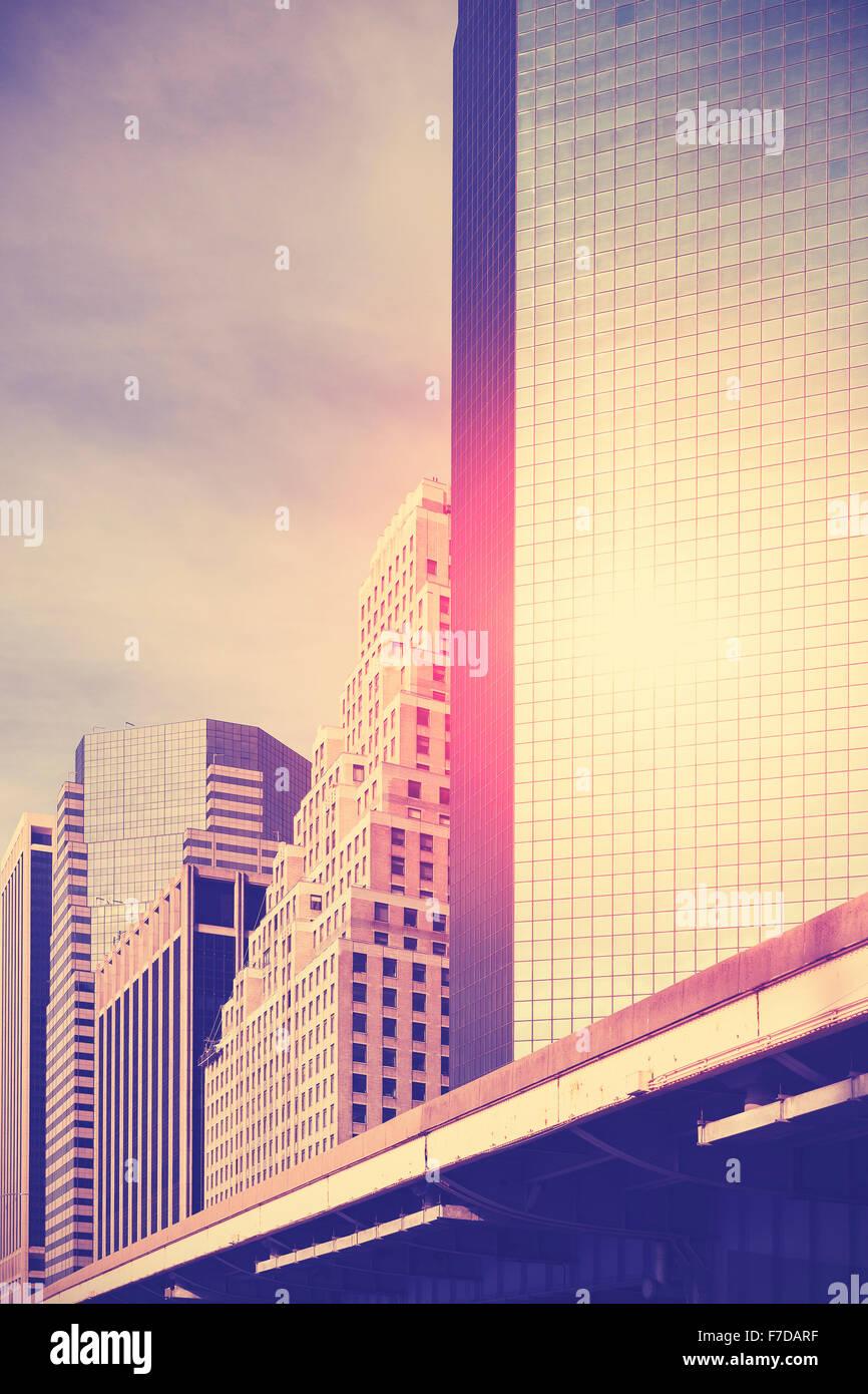 Tons Vintage gratte-ciel au coucher du soleil, de l'espace pour texte, New York, USA. Photo Stock