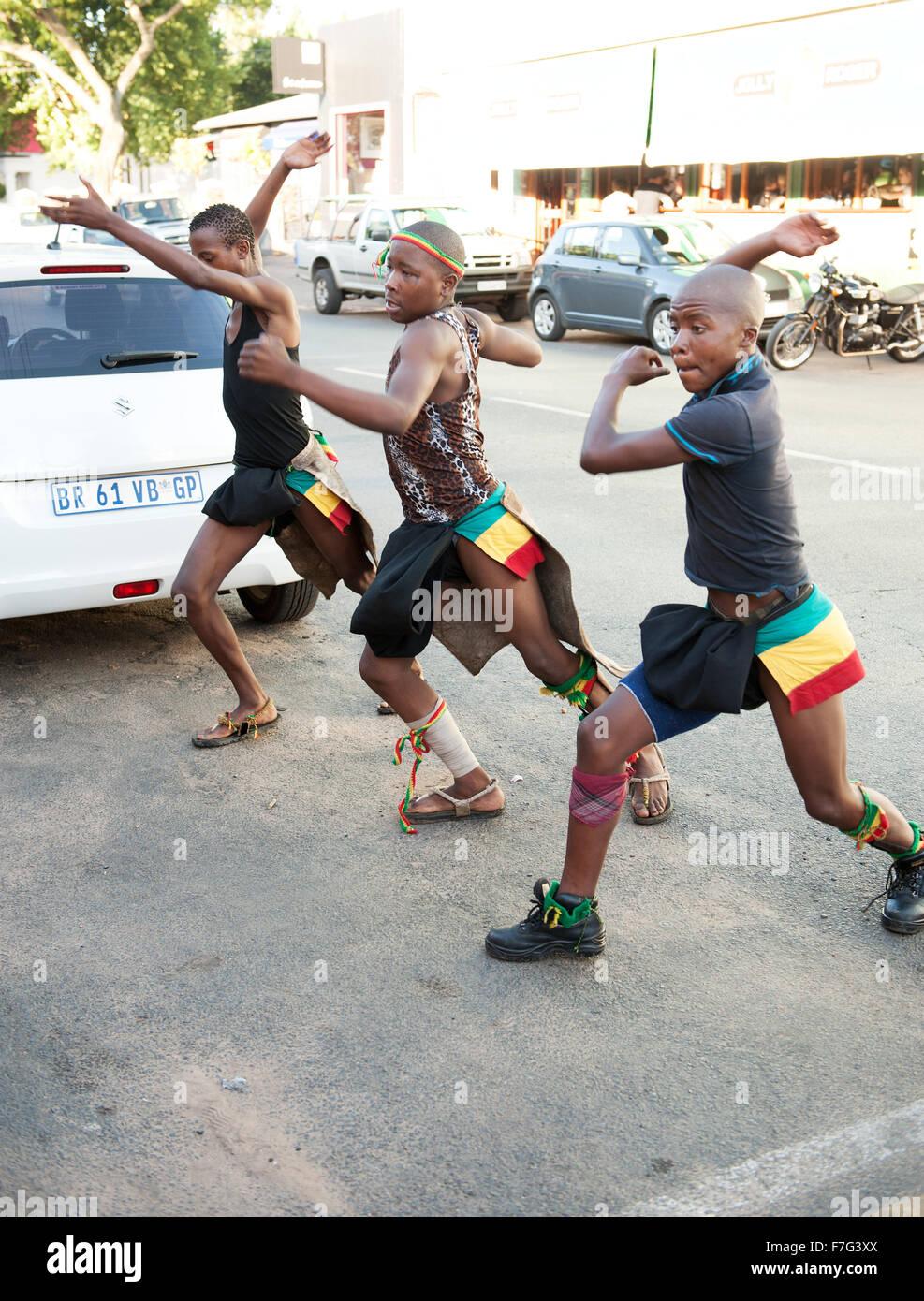 Les spectacles de danse zoulou dans le quartier de Pankhurst Johannesburg, Afrique du Sud. Photo Stock