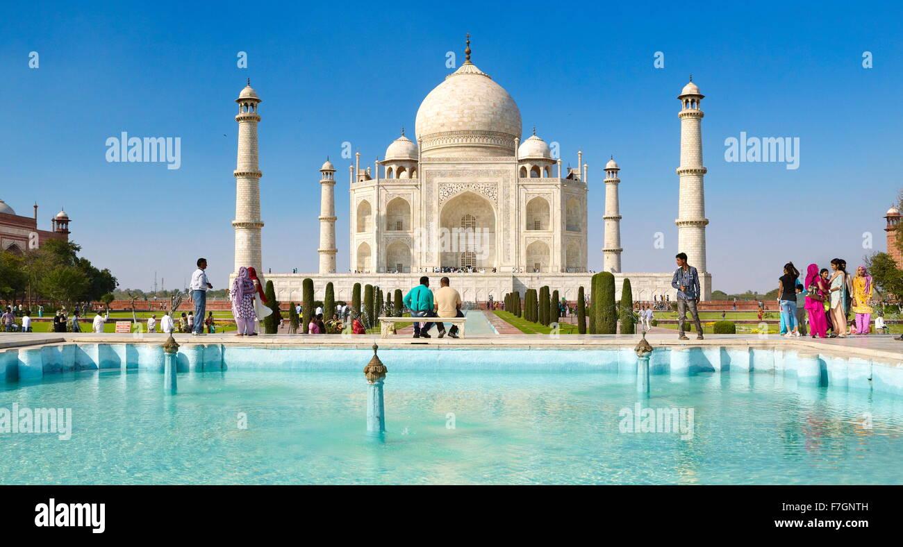 Vue avant du Taj Mahal, Agra, Uttar Pradesh, Inde Photo Stock