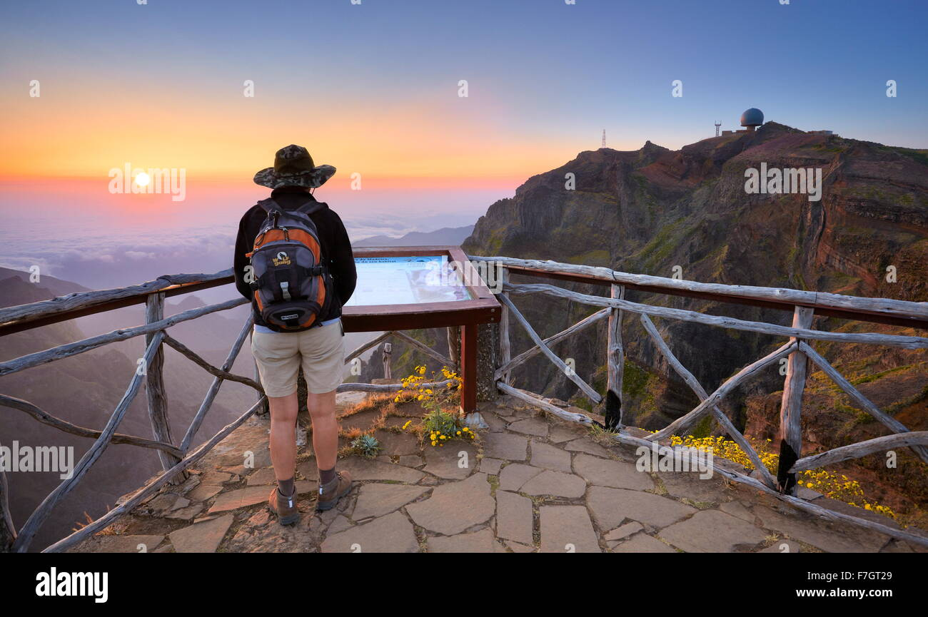 Montagnes de Madère - lever du soleil sur la façon de Pico Ruivo, l'île de Madère, Portugal Photo Stock