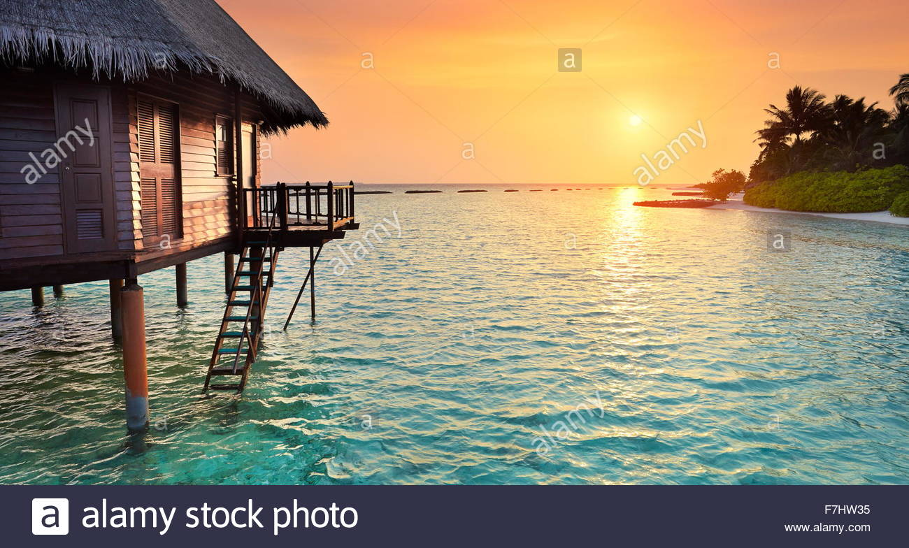 Coucher du soleil à la plage tropicale, Maldives Island landscape hotel Photo Stock