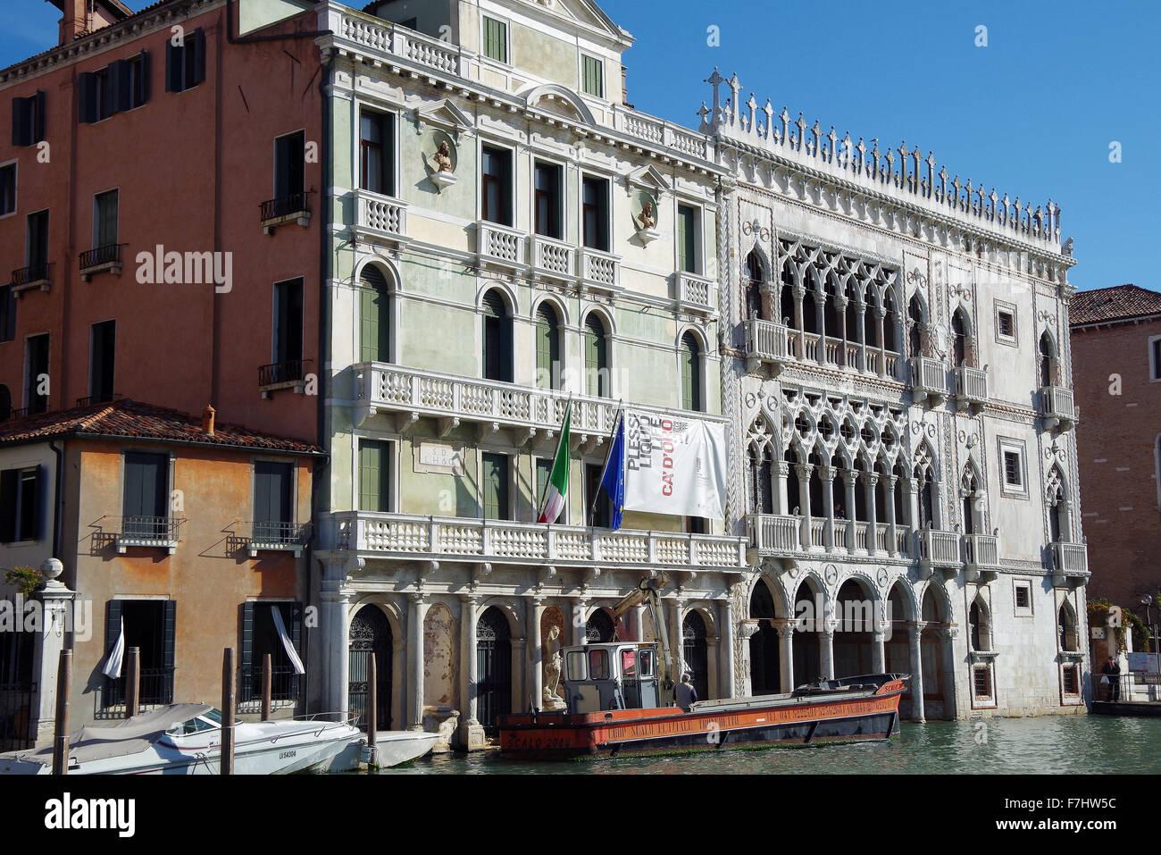 L'Italie, Venise, Ca' d'Oro sur le Grand Canal, en contexte Photo Stock