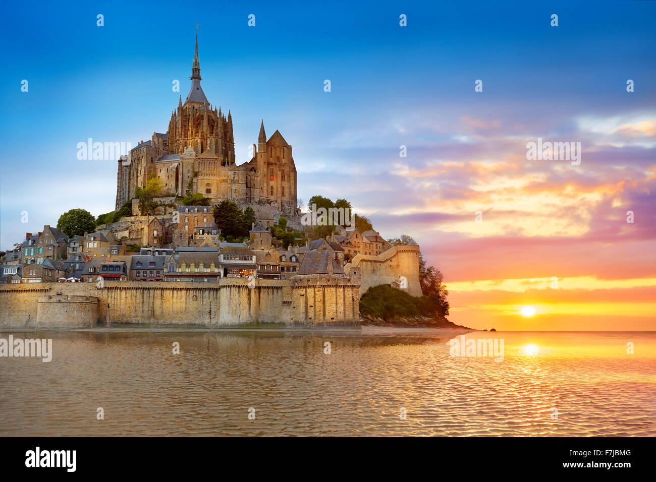 Le Mont Saint Michel au coucher du soleil, Normandie, France Photo Stock