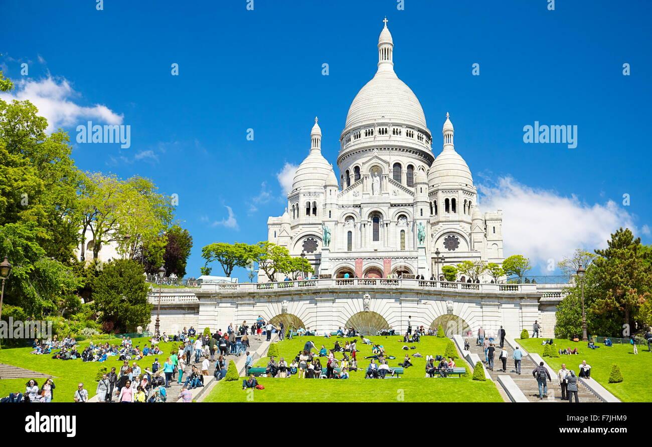 Les touristes sur les marches en face de la Basilique du Sacré-Cœur (du sacré), Montmartre, Paris, France Photo Stock