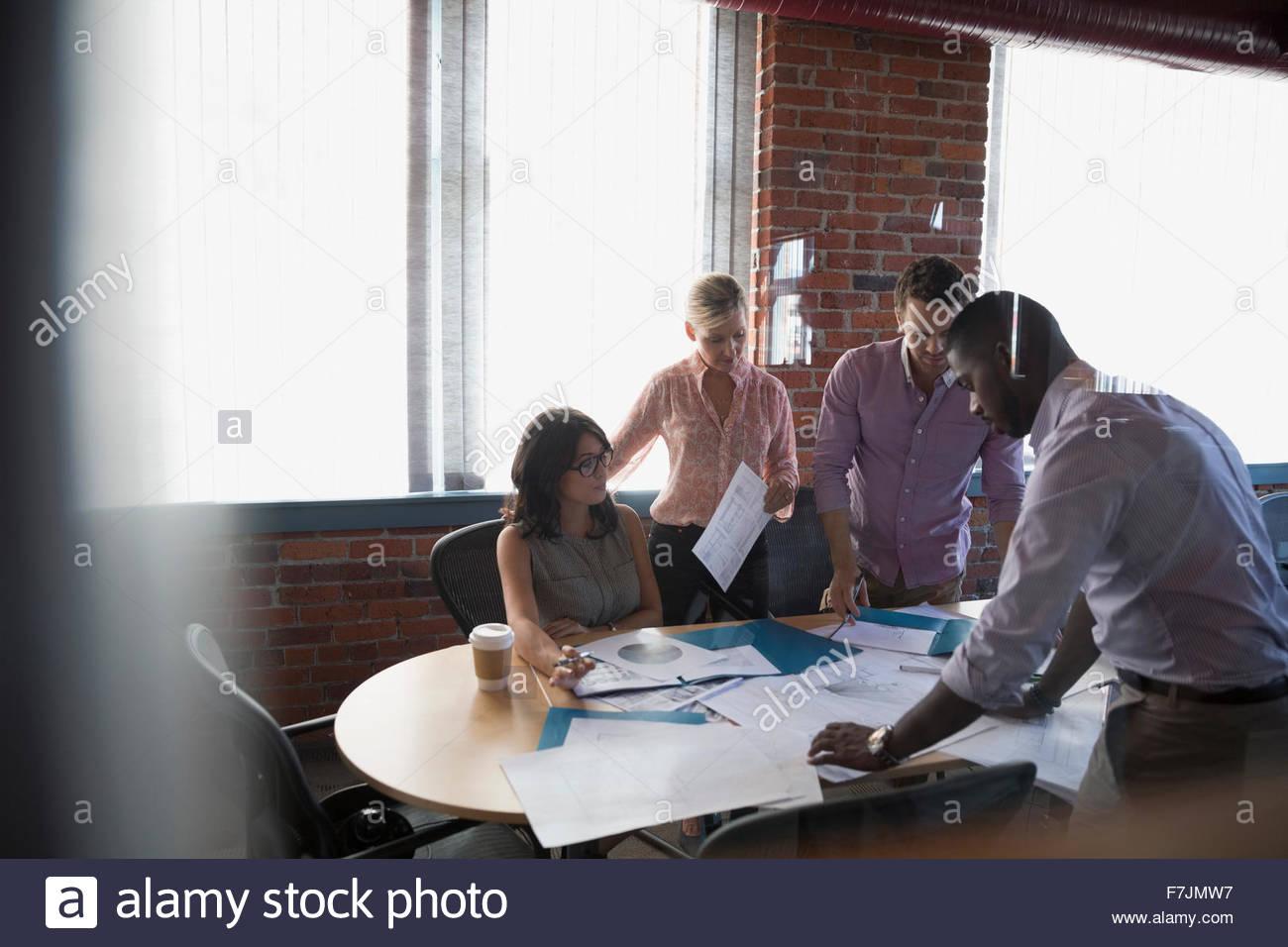 Business woman dans la salle de conférence réunion Photo Stock