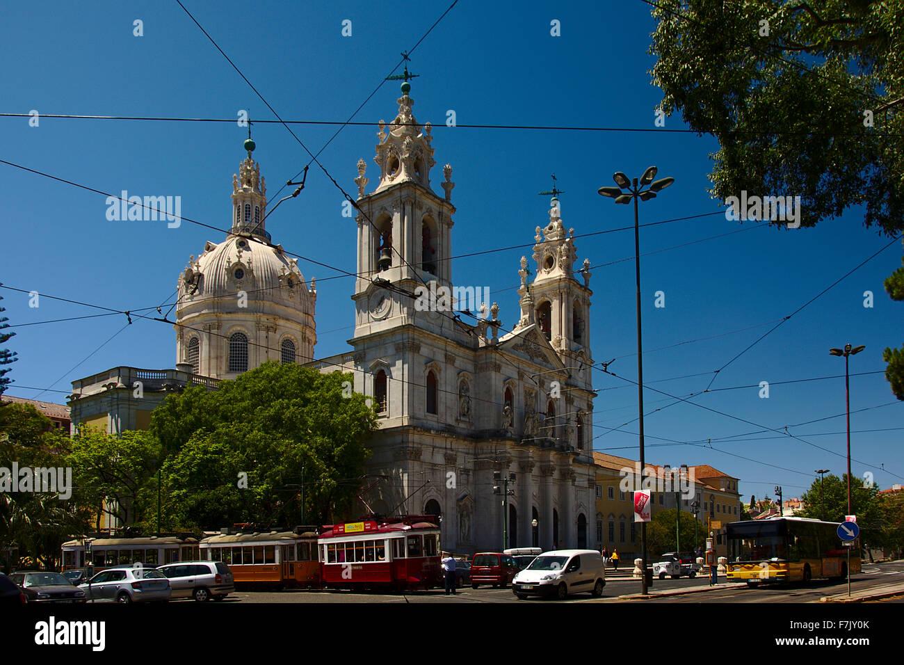 Trafic occupé autour de la basilique Estrela Photo Stock