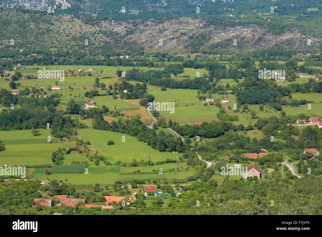 Le Monténégro. Paysage rural entre Bogetici et Niksic. Les exploitations agricoles, l'agriculture. Photo Stock