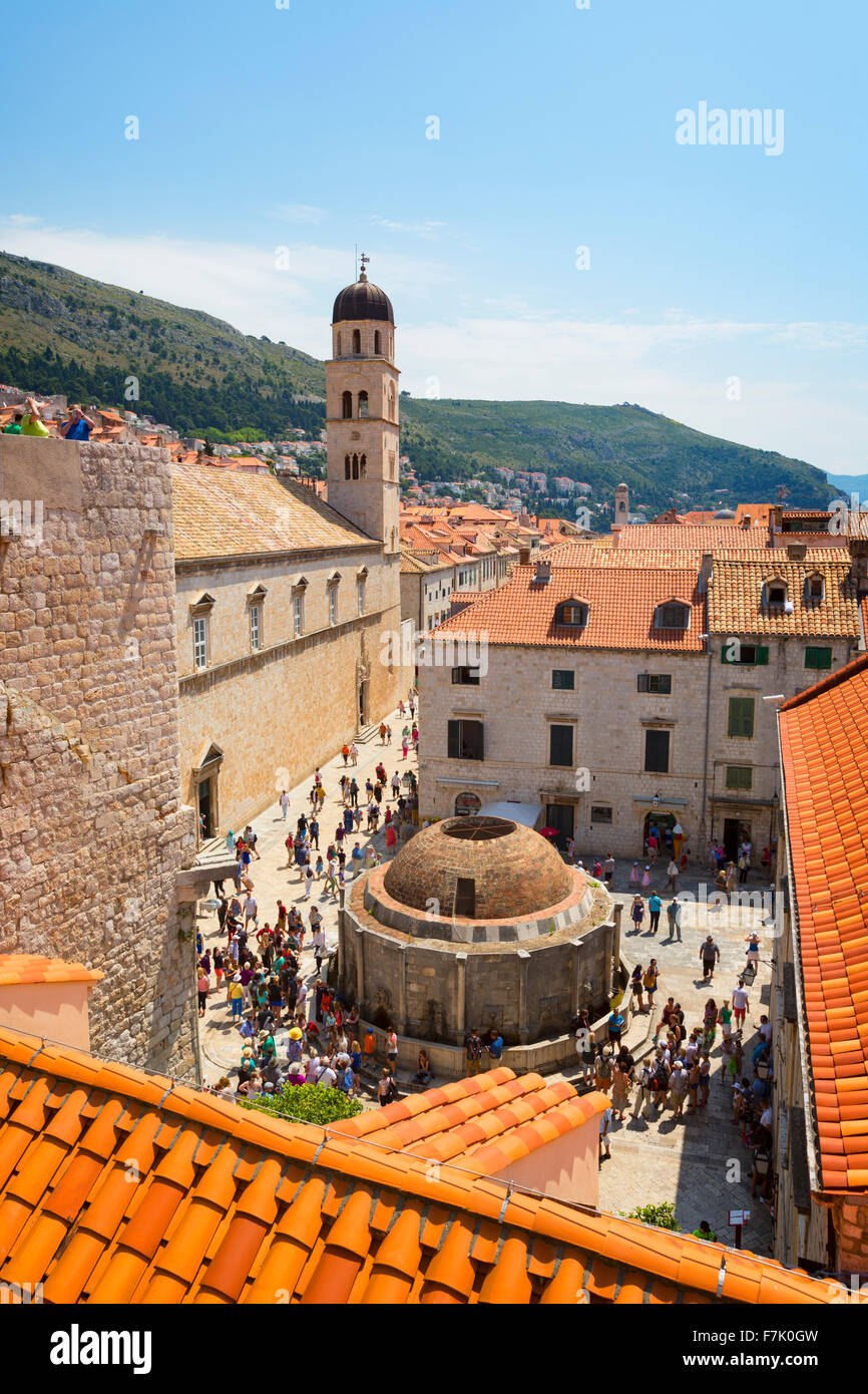 Dubrovnik, Croatie, comté de Dubrovnik-Neretva. La grande fontaine d'Onofrio. La vieille ville de Dubrovnik, classée au Patrimoine Mondial Banque D'Images