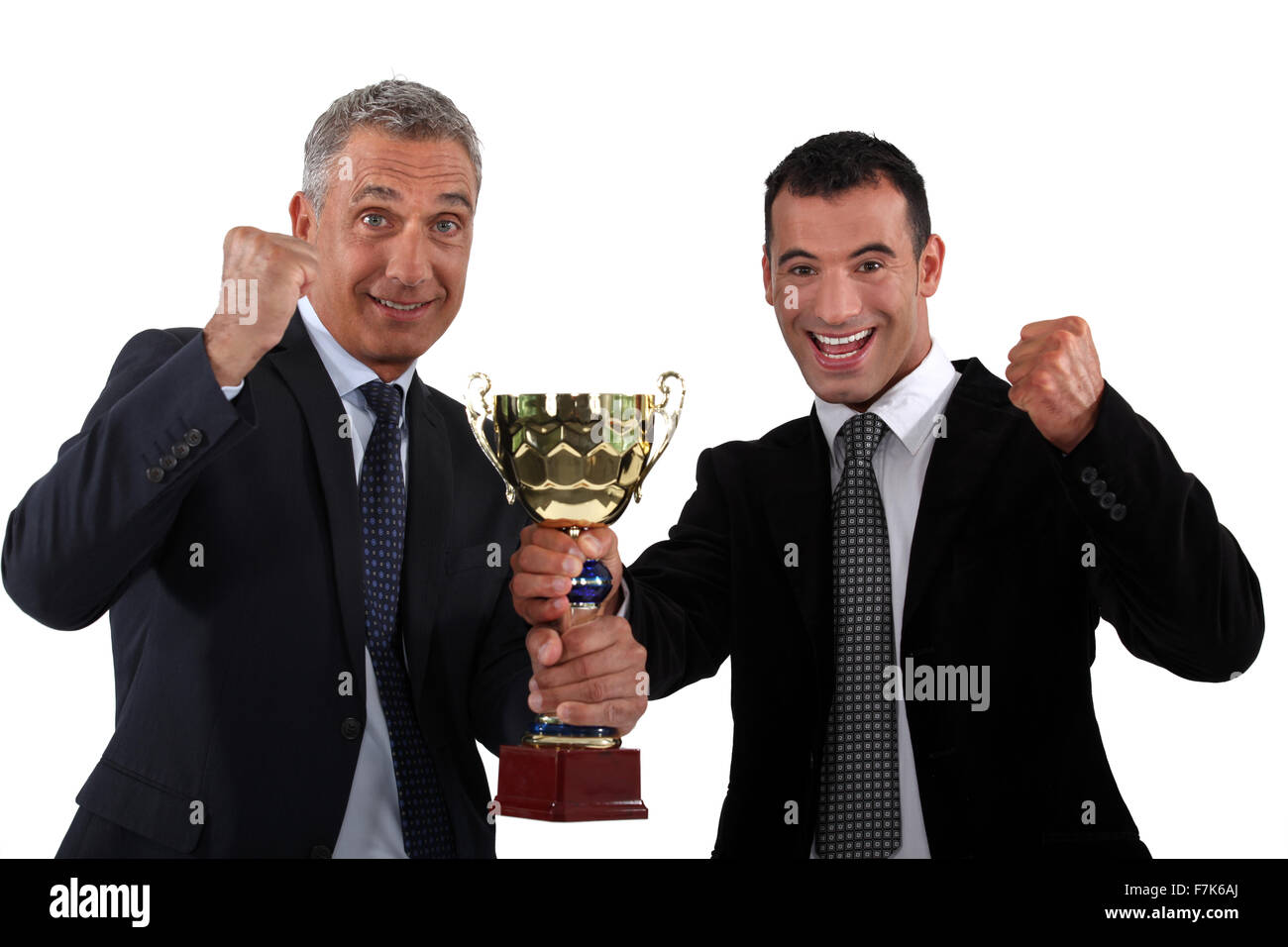 Hommes d'organiser une coupe d'or Photo Stock