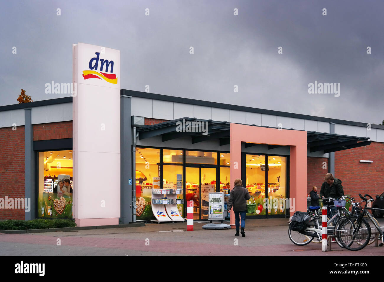 Dm-Drogerie Markt store Banque D Images, Photo Stock  90782749 - Alamy 9a1bd76d32f6