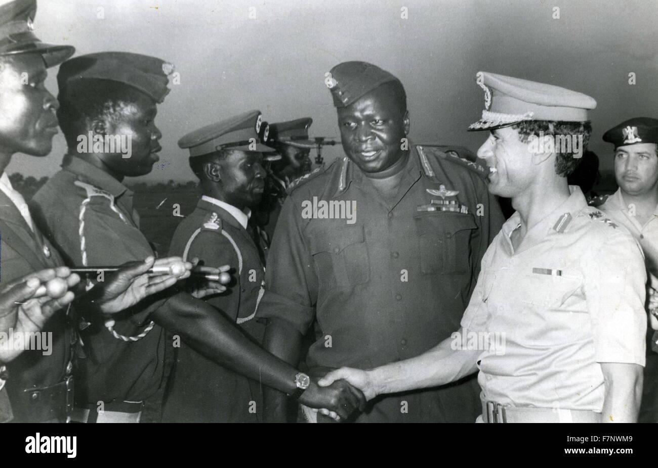 Idi Amin Dada (ch. 1925 - 16 août 2003) Centre avec Mouammar Kadhafi c.?1942 - 2011, la Jamahiriya révolutionnaire Photo Stock