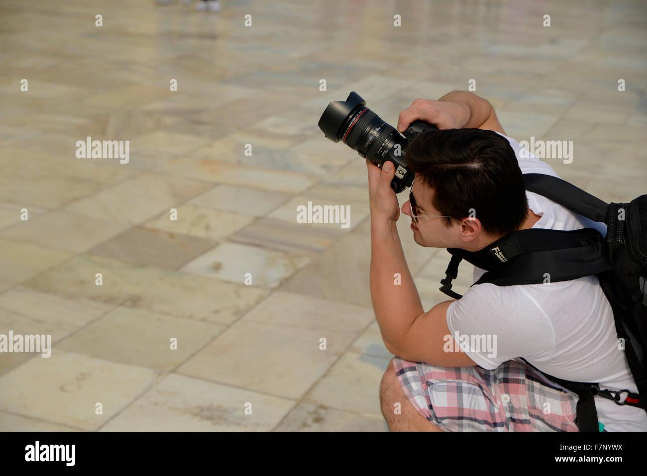 Photographe de tourisme de prendre la photo d'Architecture Taj Mahal Photo Stock