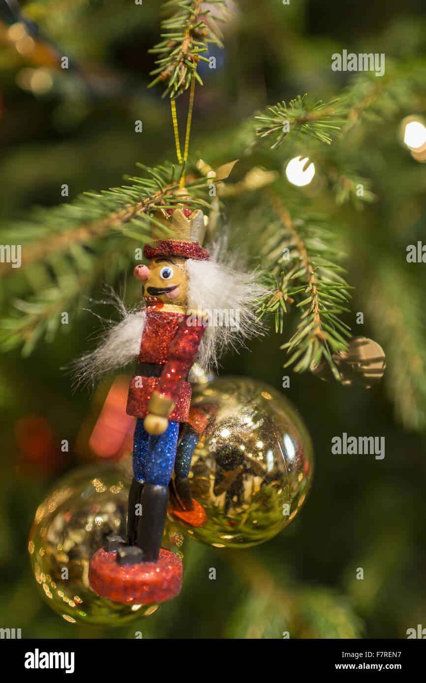 Deco De Noel Dans Le Jardin détail d'une décoration d'arbre de noël à standen maison et