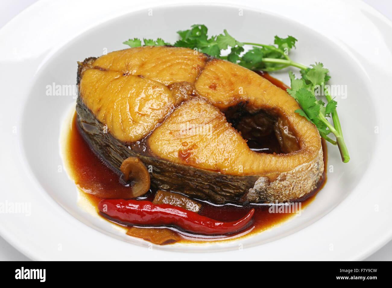 Ca tue kho, le thazard mijoté en sauce caramélisée, la cuisine vietnamienne Photo Stock