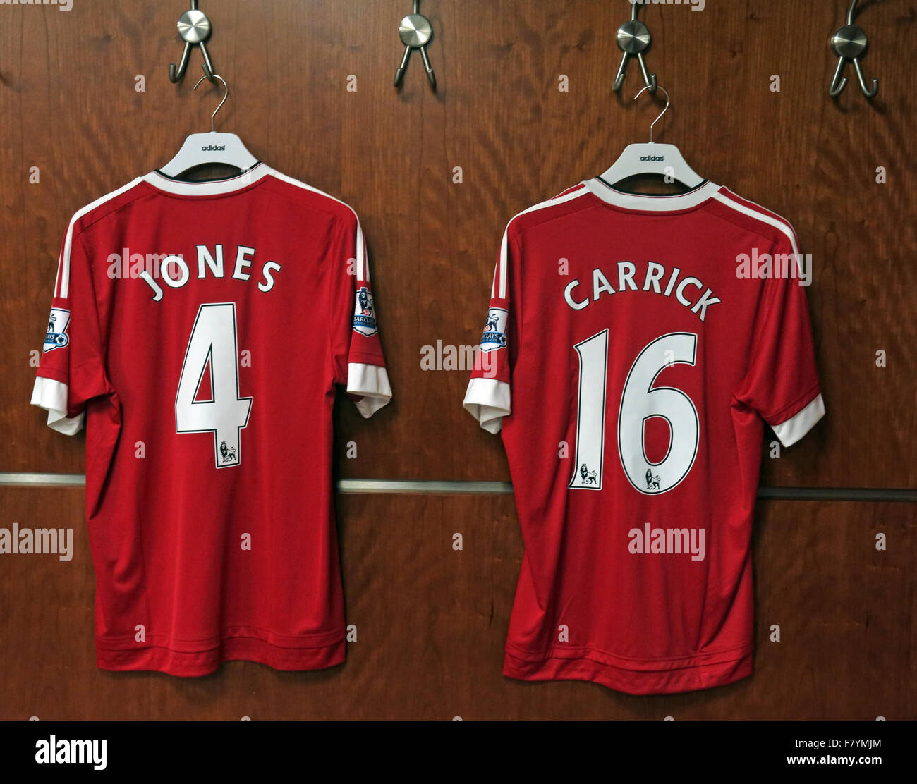 Jones & Carrick 4 & 16 MUFC rouge shirts, dressing, Old Trafford, Manchester, Angleterre Photo Stock