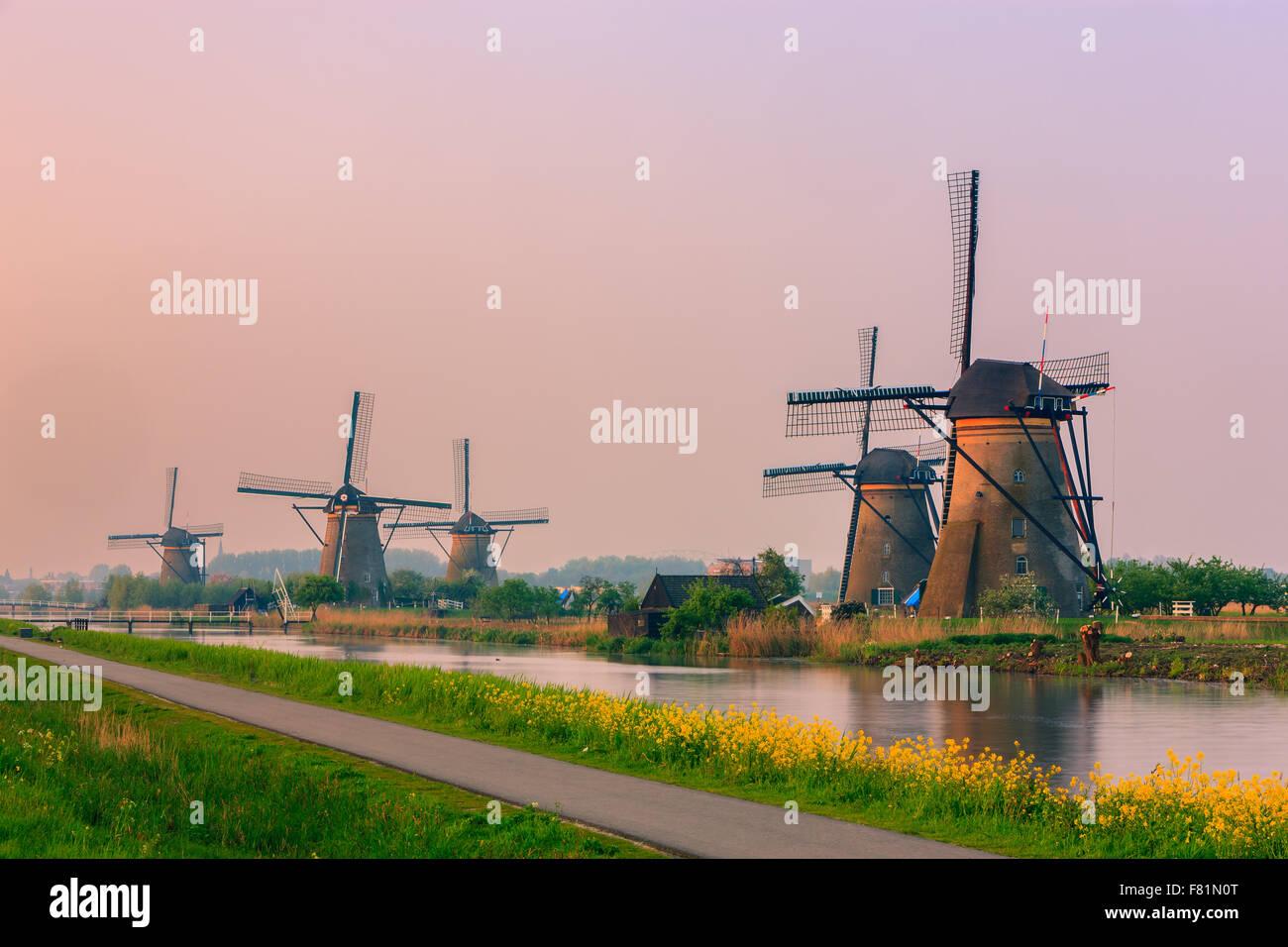 Les célèbres moulins à vent de Kinderdijk, la Hollande du Sud, Pays-Bas Photo Stock
