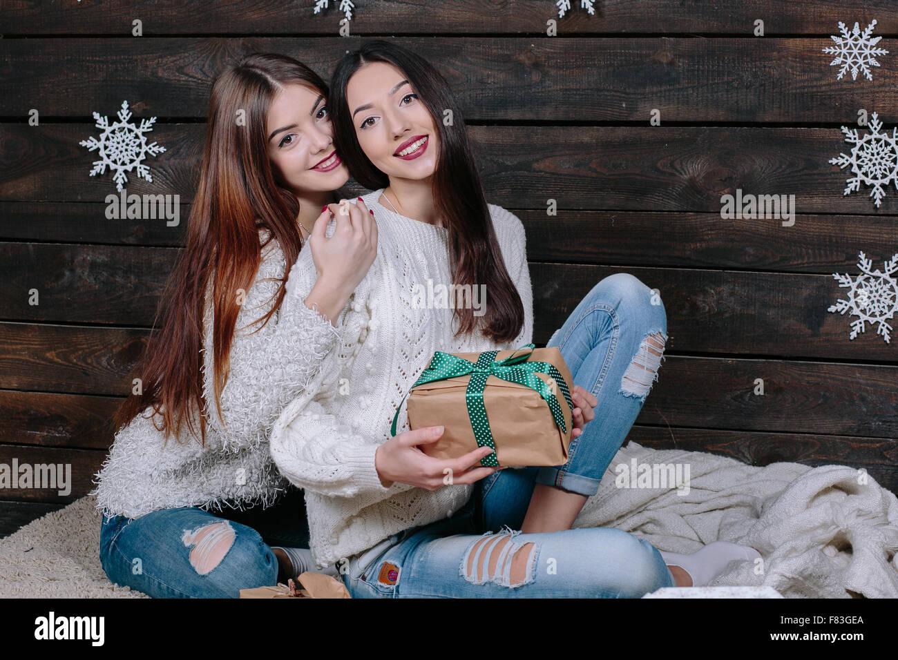 Deux belles filles à Noël Photo Stock