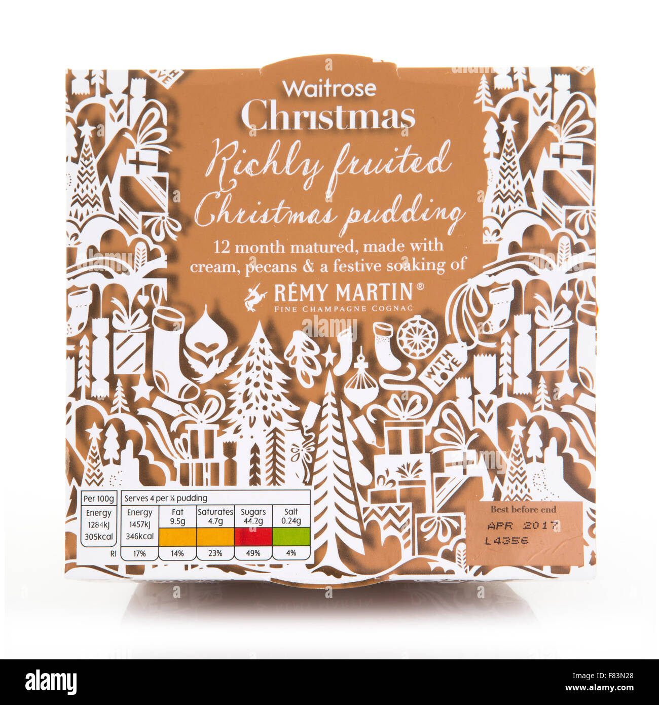 Waitrose fruitée Riche Crème pudding de Noël avec une ambiance festive, les pacanes et le trempage Photo Stock