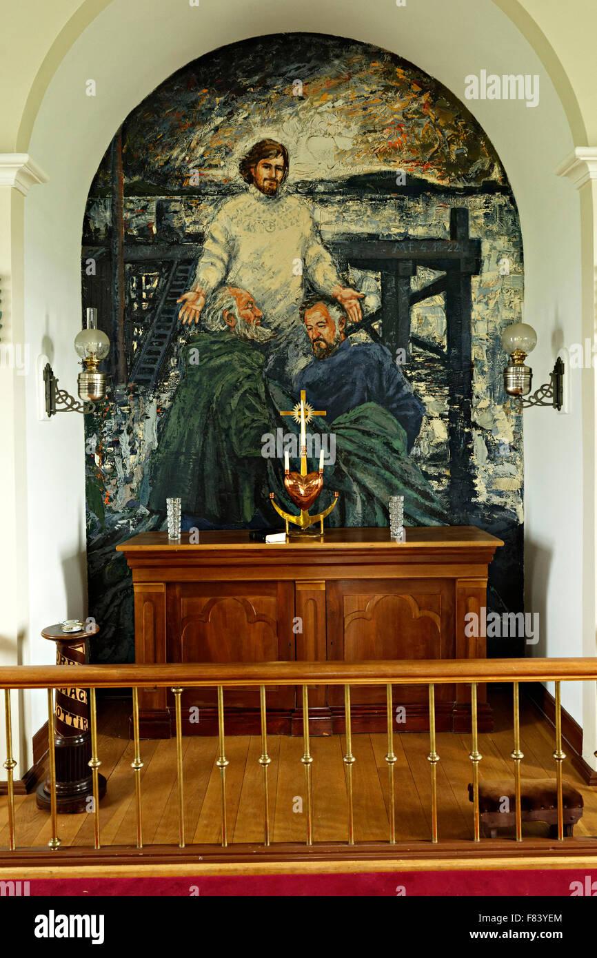 Autel moderne et la peinture murale dans l\'Église, l\'île de Flatey ...