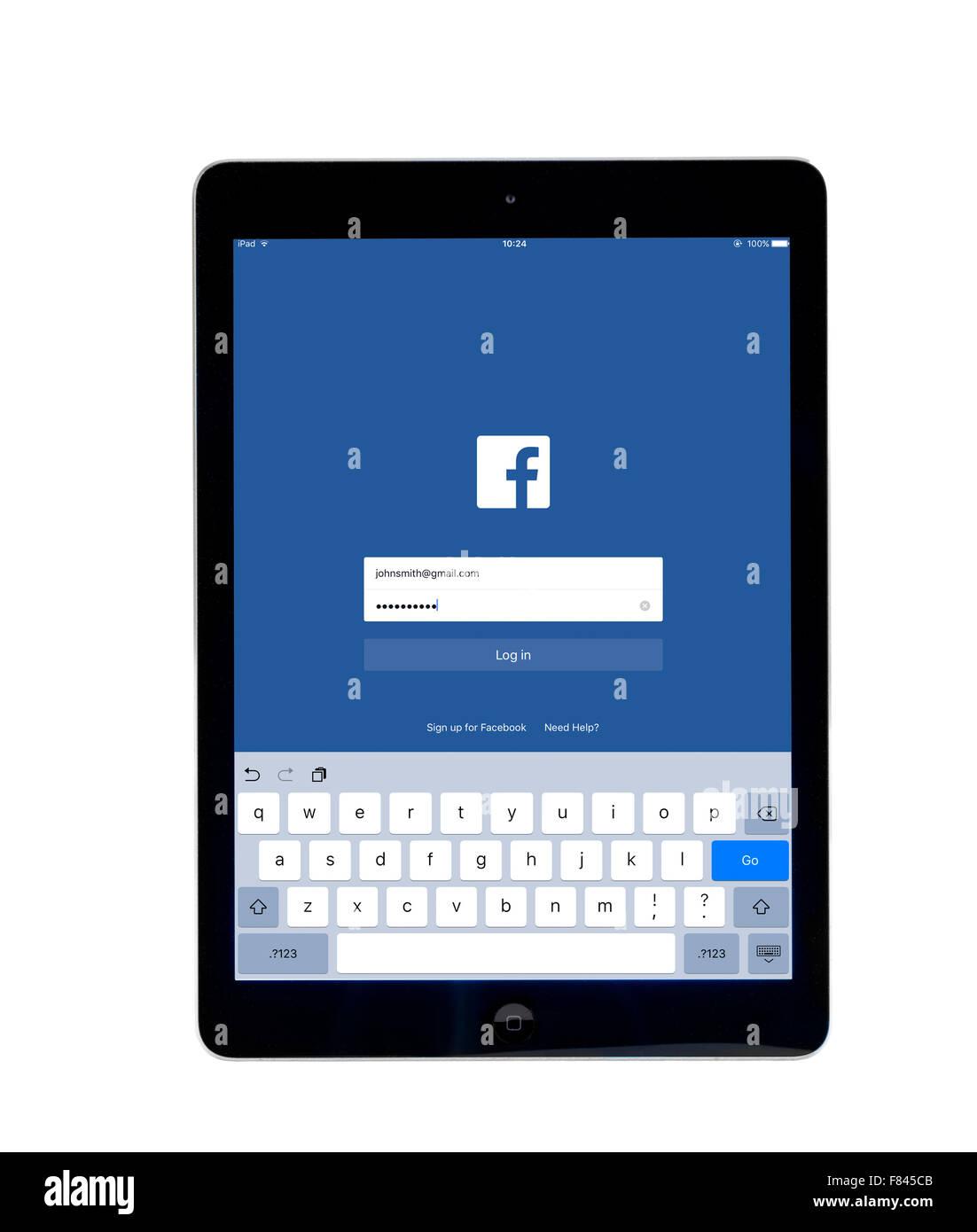 Page de connexion sur l'application Facebook, vue sur un iPad Air Photo Stock