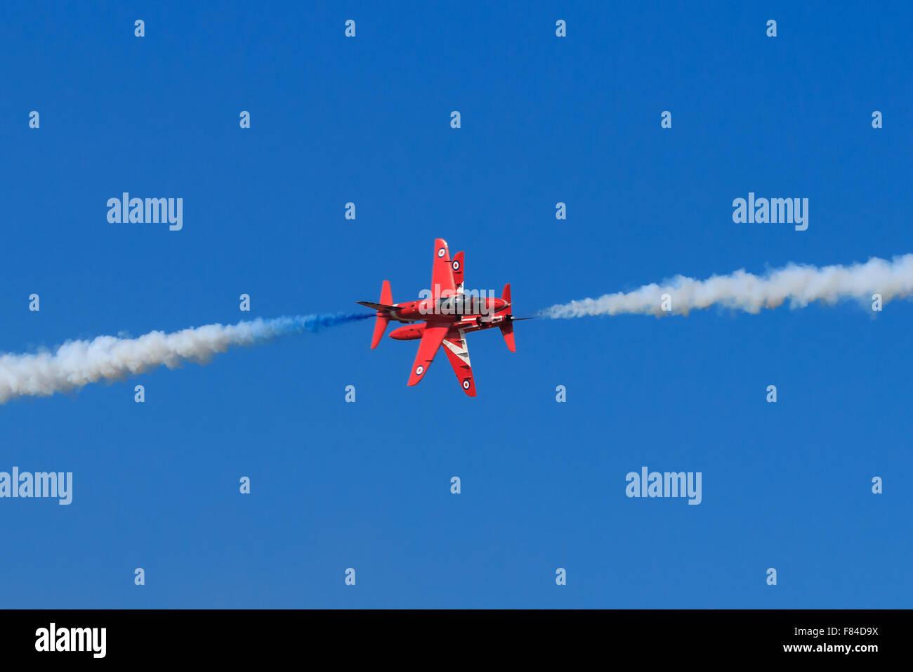 Des flèches rouges 6 et 7 l'exécution de leur opposition populaire y manœuvrer à Southport Air Photo Stock