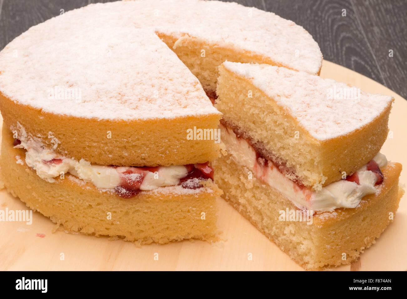 Un gâteau éponge Victoria - studio shot Photo Stock