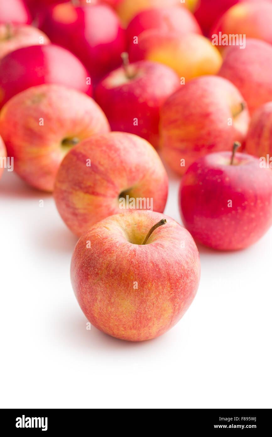 Pommes rouges sur fond blanc Photo Stock