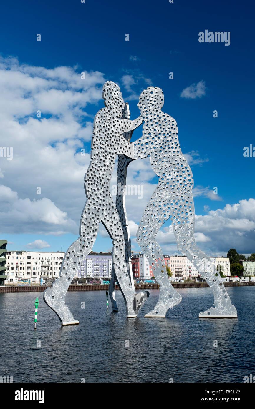 L'homme molécule, la sculpture dans la Spree, Berlin, Allemagne Photo Stock