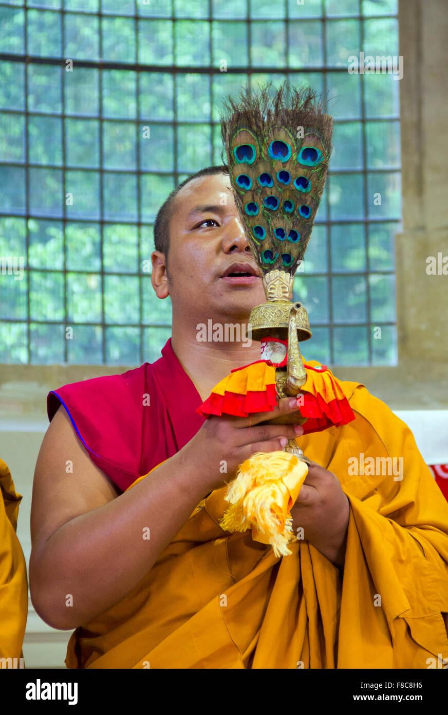 Moine Tashi Lhunpo participant à un chant et performance cham au Royaume-Uni Photo Stock