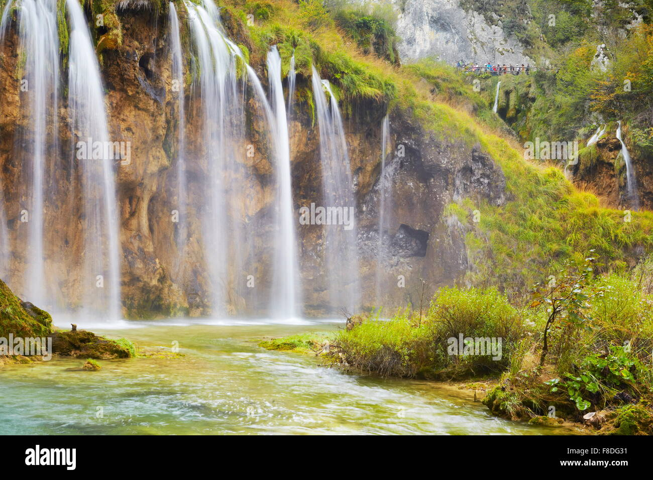 Cascades dans le parc national des Lacs de Plitvice, Croatie l'UNESCO Photo Stock
